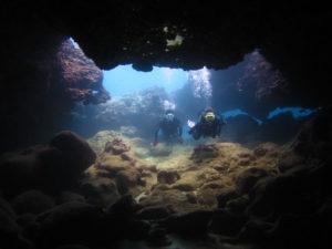 ノースショアの洞窟ダイビング